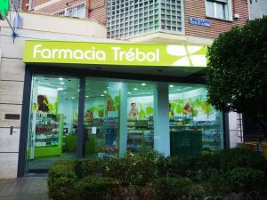 espaciointerior-proyectos-farmacia-trebol-madrid-victor-de-la-serna-01